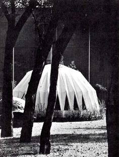 Casa Aztecalita (casa prefabricada de plástico), Museo de Arte Moderno, Paseo de la Reforma, Bosque de Chapultepec, México DF 1967  Arq, Juan José Díaz Infante  Foto. Hans Beacham -  Axtecalita House (plastic prefabriated house), Musem of Modern Art, Mexico City, 1967
