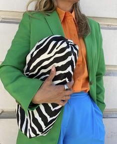 Handbags Online Shopping, Vetement Fashion, Canvas Messenger Bag, Bvlgari Bags, Fashion Gallery, Images Gif, Style Me, Autumn Fashion, Fashion Accessories