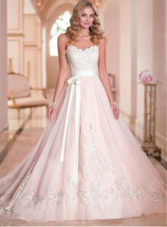Elegant Sweetheart Neckline Natural Waistline A-line Floor Length Tulle Wedding Dress