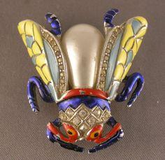 Vintage-TRIFARI-Enamel-Rhodium-Back-Pearl-Belly-Fly-Bug-Fur-Clip-1940s