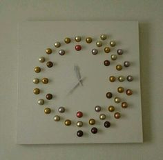 Une horloge en capsules de Nespresso