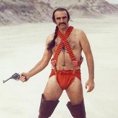 Picture of Sean Connery in Zardoz with long black hair and high leather boots wearing a red panties. Sean Connery dans Zardoz porte de grandes bottes noires avec un slip rouge Rare Photos, John Boorman, Film Science Fiction, Fiction Film, Fan Fiction, Charlotte Rampling, Arcade Fire, Demotivational Posters, Moda Masculina