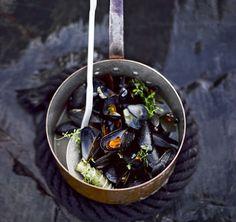 Glorian ruoka&viini: Moules à la marinière eli oluessa keitetyt sinisimpukat syntyvät jo 20 minuutissa.
