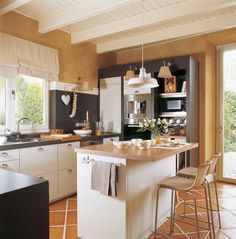 Diseño de una cocina con barra de desayuno                                                                                                                                                     Más