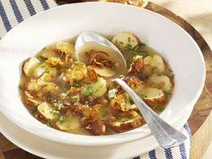 Bayerische Brezensuppe ist ein Rezept mit frischen Zutaten aus der Kategorie Brühen. Probieren Sie dieses und weitere Rezepte von EAT SMARTER!