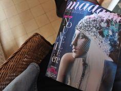Parfois ma mère me glisse Madame Figaro sur mon bureau, et ce fut le cas avec ce numéro... elle se doutait qu'il me plairait, d'ailleurs j'adore ces revues de presse qu'elle me prépare régulièrement ! Je me suis plongée dans ce magazine qui le représente...