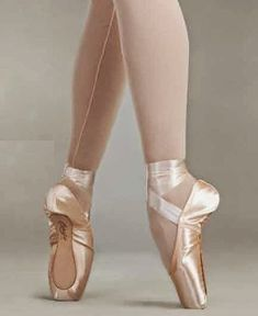 Capezio Pointe Shoes: How to Choose the Right Pointe Shoe for Ballet Dancing | http://whatwomenloves.blogspot.com/2014/06/how-to-choose-right-pointe-shoe-for.html