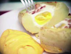 Ovo e bacon assados na batata. | 20 receitas que não deixam dúvidas de que a batata é a melhor comida