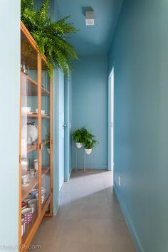 Colour Architecture, Architecture Wallpaper, Interior Stairs, Interior And Exterior, Pintura Exterior, Colourful Living Room, Interior Decorating, Interior Design, Home Decor Furniture