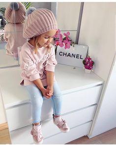 Pin by Yana Turianska on Дитячий одяг Cute Little Girls Outfits, Little Kid Fashion, Baby Girl Fashion, Toddler Fashion, Kids Fashion, Toddler Girl Style, Toddler Girl Outfits, Outfits Niños, Little Fashionista
