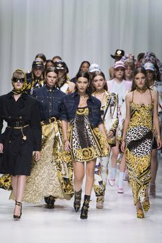 DONATELLA VERSACE REUNITES 90'S SUPERMODELS WITH HER COLLECTION AT MILAN FASHION WEEK