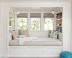 Window seat with shelves Home Bedroom, Bedroom Decor, Teen Bedroom, Bedroom Ideas, Bedroom Nook, Bedroom Signs, Decorating Bedrooms, Bedroom Lighting, Master Bedrooms