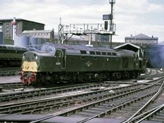 D279 (Later 40079) at Kings Cross on 8th July 1967. Built at the English Electric Vulcan Foundry and delivered on 13th June 1960. Withdrawn on 21st Jan 1985 and cut up at Doncaster Works on 1st Feb 1985.