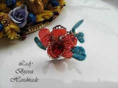 Anello regolabile con fiore rosso con strass di Lady Bijoux Handmade su DaWanda.com