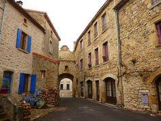 Montpeyroux rue typique du village de montpeyroux