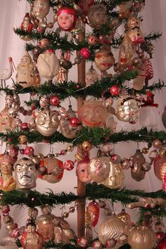 Antique Christmas Decorations, German Christmas Ornaments, Old Time Christmas, Small Christmas Trees, Christmas Hearts, Prim Christmas, Modern Christmas, Vintage Ornaments, Beautiful Christmas