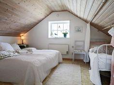 plafond en lambris dans chambre mansardée