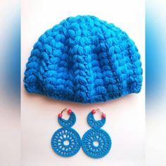 Puff Stitch Crochet Beanie in 4 colors,  Now €7.50 per piece ⤵ AquatharinaDesigns.etsy.com  #crochet #beanie #puffstitch #handmade #white #discount #etsybestgifts #handmade #lit #goedkoop #winter #autumn #muts #purpleblue #lightblue #heavenblue #hellblau #etsystore #holidayshopping #crochetbeanie #gehaaktemuts #handgemaakt #jw #kawaiidesu #kawaii #acrylicyarn #crocheting #clearance #handicraft #brightblue