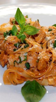 Pasta A La Carbonara, Chicken, Meat, Food, Italian Pastries, Recipes, Eten, Meals, Cubs