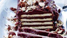 Glem alt om fedtet palmin – denne kiksekage i luksusudgaven er lavet med god chokolade, smør og kondenseret mælk - og så er den lavet på kun 20 minutter. Få opskriften på kiksekage her