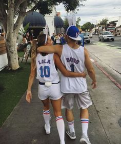 10 Best Couples Costumes For Halloween 6 - Daily Fashion Hot Couple Costumes, Two Person Halloween Costumes, Cute Couples Costumes, Cute Couple Halloween Costumes, Halloween Look, Halloween Costume Contest, Halloween Outfits, Halloween Ideas, Halloween Recipe
