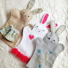 Felt Bunny Hand Puppets. Darling kids craft--just in time for Easter! Or surprise them Easter morning with one in their Easter basket. #crafts #Easter #DIY #children
