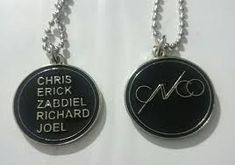 Resultado de imagen para remeras de cnco Band Merch, Boy Bands, Dog Tag Necklace, Fangirl, Cool Outfits, Girly, Rose Gold, Pendant Necklace, Engagement Rings