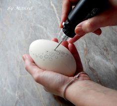 Fler BLOG | Mithril-art / Jak se rodí kraslice Egg Art, Viria, Egg Decorating, Easter Eggs, Carving, Blog, Wood, Craft, Carved Eggs