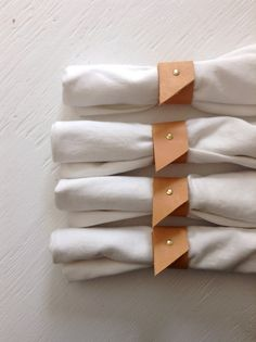 napkin rings Bring your dinner party game to the next level with this set of 8 nude and brass napkin rings. They stay firmly in place and look great amongst both modern and rustic table s Beaded Napkin Rings, Modern Napkin Rings, Diy Napkin Rings, Crea Cuir, Dinner Party Games, Wood Napkin Holder, Leather Scraps, Napkin Folding, Recycled Leather