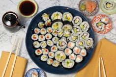 It's easy to make sushi at home! Here's some tips, tricks, ingredients suggestions and recipes for making some simple sushi rolls in your own kitchen. Sushi Recipes, Cooking Recipes, Healthy Recipes, Healthy Food, Fresh Sushi, Simple Sushi, Sushi Seaweed, Making Sushi Rolls, Sushi Fillings