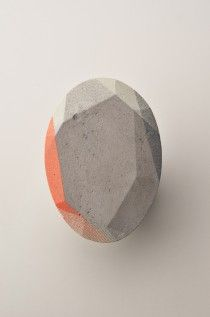 Mareike Kanafani, Concrete brooch