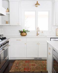 White and dark wood kitchen hardware 59 Ideas Dark Kitchen Floors, Dark Wood Kitchens, Wood Floor Kitchen, Dark Wood Floors, Kitchen Flooring, Home Kitchens, Dark Hardwood, All White Kitchen, New Kitchen