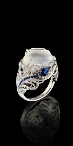 A gorgeous moonstone peacock ring - Leigh ** Lindo