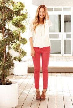 Mezclilla de pies a cabeza / A la estrella de reality y diseñadora de moda le gustan los jeans de colores atrevidos.