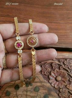 Pearl Necklace Designs, Jewelry Design Earrings, Gold Earrings Designs, Gold Bracelet Indian, Gold Bracelet For Women, Gold Bangles Design, Gold Jewellery Design, Gold Temple Jewellery, Gold Jewelry Simple