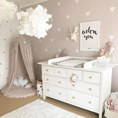 How to Design a Neutral Gender Nursery - Children's Spaces - Babyzimmer Baby Bedroom, Baby Room Decor, Nursery Room, Girls Bedroom, Bedroom Ideas, Trendy Bedroom, Baby Room Design, Kids Bedroom Furniture, Nursery Design