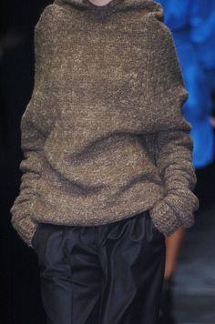 Sweater by Stella McCartney Cold Weather Fashion, Winter Fashion, Style Japonais, Knitwear Fashion, Classic Chic, Knitting Designs, Knitting Ideas, Sweater Weather, Lana
