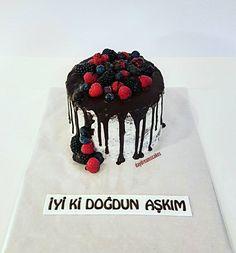 Sürprizpasta😊😋😍🍇 @daydreamscakes #daydreamscakes #dripcake #buttercreamtorte #buttercreamcake #bögürtlenlipasta #waldbeerentorte #wildberriescake #kakaokek #kakaoteig #sugarart #sugarcakes #sugardesign #cakeart #cakedesign #caketopper #ganache #fondant