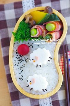 Cute sheep bento box (made from fish cake, ham, and kombu) Japanese Food Art, Japanese Lunch Box, Japanese Sweets, Japanese Style, Cute Bento Boxes, Bento Box Lunch, Food Art Bento, Bento Kids, Kawaii Cooking