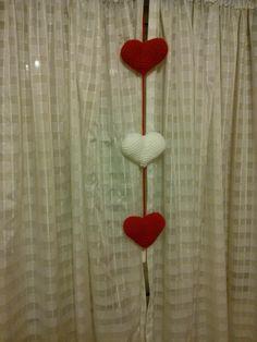 corazones rojo y blanco