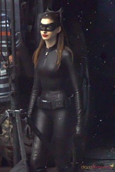 Cosplay Cat Woman anne hathaway as catwoman Hathaway como Catwoman - Anne Hathaway como Catwoman Cosplay Gatúbela, Catwoman Cosplay, Batman And Catwoman, Batgirl, Supergirl, Dark Knight Rises Catwoman, Batman The Dark Knight, Anne Hathaway Catwoman, Live Action
