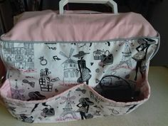 Housse pour machine à coudre avec poches sur le devant et le côté . Doublée , bicolor avec un passepoil autour Diaper Bag, Bags, Fashion, Pockets, Mom, Slipcovers, Sewing, Handbags, Moda
