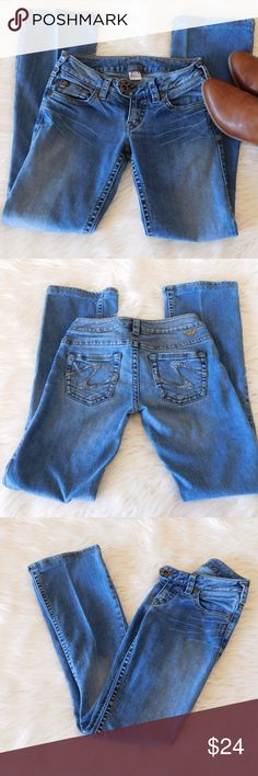 Silver Denim Jeans - Tuesday - Boot Cut - 24x33 Size 24. Good, used condition! Medium to light wash. Silver Jeans Jeans Boot Cut