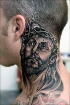 tatuaże męskie Chrystus na szyi