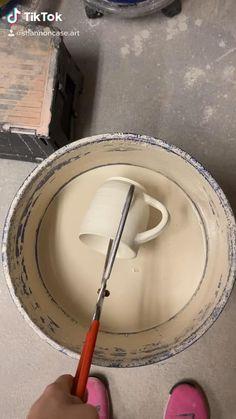 Pottery Pots, Glazes For Pottery, Ceramic Pottery, Beginner Pottery, Flower Art Drawing, Pottery Patterns, Flower Pot Design, Pottery Videos, Ceramic Workshop