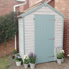 Beach hut inspired garden shed patio ideas сад, летние домики Seaside Garden, Coastal Gardens, Blue Garden, Beach Gardens, Diy Garden, Quick Garden, Beach Theme Garden, Painted Garden Sheds, Painted Shed