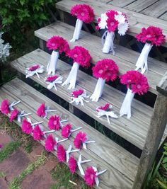 This Listing Includes 1 Large 12in Round Wedding Bouquet with 18 Fuchsia & White Daisies in Pic 1, 2 wrapped in your choice of satin ribbon (Pic 4) please add ribbon color in Note when ordering, other