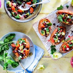 Try our crispy chorizo salad topped with crumbled feta and vibrant avocado for a quick midweek meal. This chorizo salad is low calorie and triple tested Chorizo Salad, Feta Salad, Smoothie, Salad Topping, Tomato And Cheese, Midweek Meals, C'est Bon, Sweet Potato, Avocado