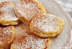 Jablkové lievance Good Food, Yummy Food, Czech Recipes, Aesthetic Food, What To Cook, Quick Easy Meals, Food Hacks, Sweet Recipes, Cookie Recipes