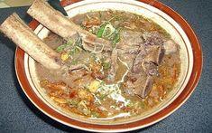 Tips memasak resep sop konro yang lezat dan empuk, selain bumbu khas Makassar yang digunakan, iga sapi atau jeroan yang digunakan harus direbus
